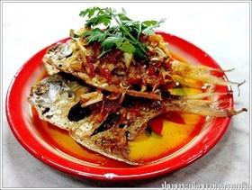 ปลาจาระเม็ดขาวทอดกรอบราดพริก
