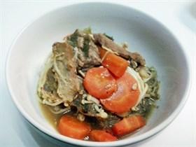 เนื้ออบเห็ดเข็มและแครอท